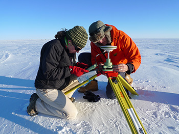 Kirsty Tinto and Nick Frearson set up a GPS station for use with IcePod flights mapping polar regions.