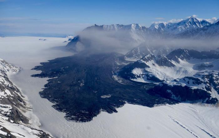 A pilot captured this image of the landslide in Glacier Bay National Park that Columbia University scientists had detected from seismic waves. Photo: Paul Swanstrom/Mountain Flying Service.