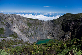 The magma that fed the eruption of Costa Rica's Irazú volcano traveled from the deep earth to the surface in mere months, says a new study in Nature. (Rafael Golan)