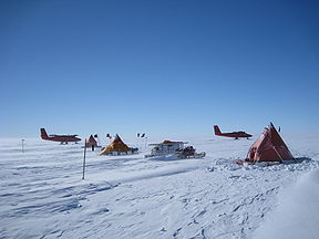 British Antarctic Survey fieldcamp on Pine Island Glacier. Credit: Polargeo.