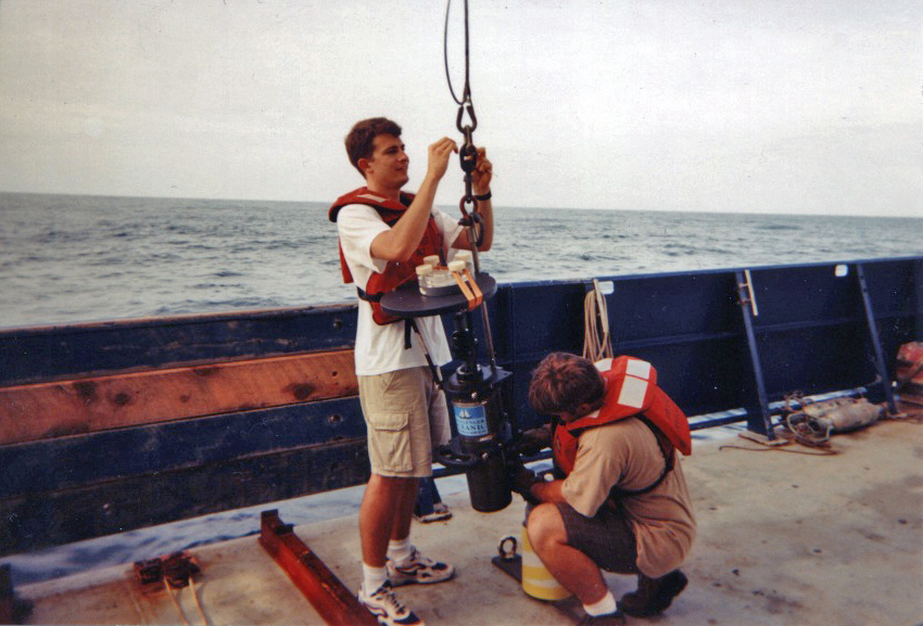 Study author Timothy Crone (left) prepares to deploy an underwater camera to record flow from natural hydrothermal vents off the U.S. Pacific northwest. Techniques used on the vents were adapted to measure oil flow in the Gulf.
